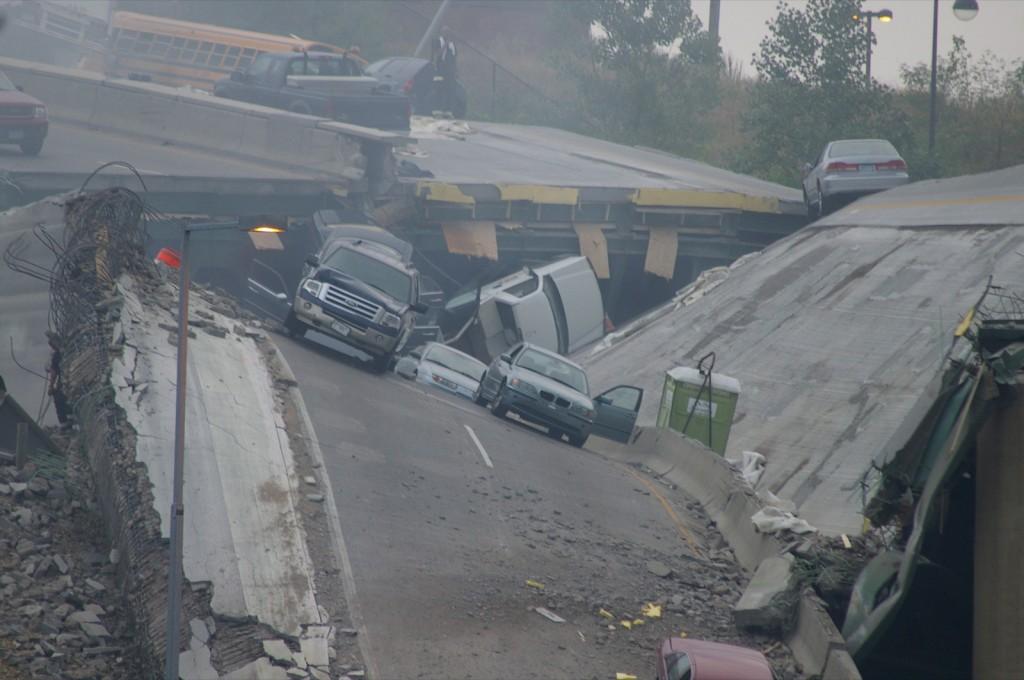 I-35W-bridge_collapse-Minneapolis-20070801